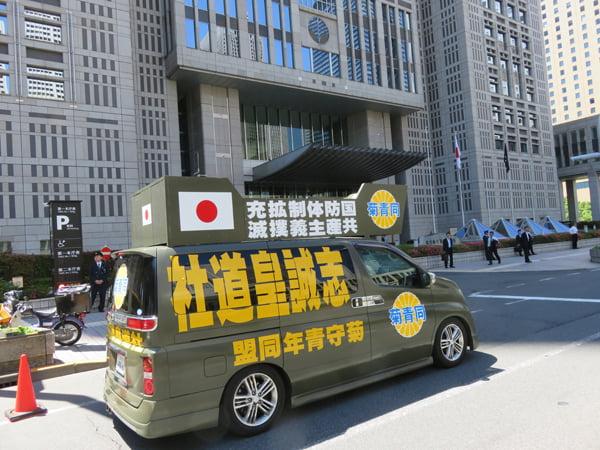 28年5月12日舛添東京都知事抗議活動01