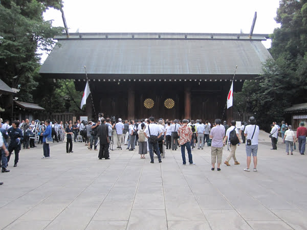 28年終戦の日、靖國神社にて戦没者礼拝01